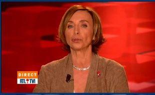 Capture d'écran d'une vidéo de Dominique Demoulin, présentatrice sur le chaîne de télé belge RTL TVI.