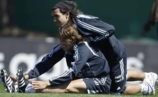 Gabriel Heinze et Carlos Tevez en stage avec la sélection argentine, le 7 octobre 2008 à Buenos Aires.