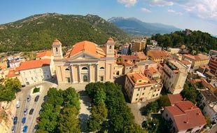 Ollolai se trouve dans la province sarde de Nuoro, qui abrite de nombreux bâtiments médiévaux et de belles vallées.