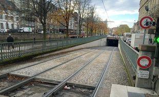 L'entrée du tunnel quai Kléber, réservé uniquement aux trams. Strasbourg le 23 novembre 2017.