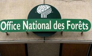 """L'Office national des forêts (ONF) a engagé une """"grande négociation"""" avec les organisations syndicales pour lutter contre le malaise qui frappe les agents face aux restructurations en cours, a-t-on appris mardi au lendemain de l'annonce de deux suicides de forestiers."""