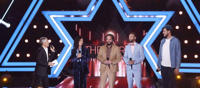 Nagui, Cynthia, le duo De Grands Enfants et Joseph Kamel sur le plateau de The Artist, le 18 septembre 2021.