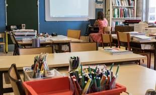 Une enseignante dans sa salle de classe, photo d'illustration.