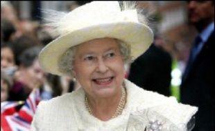 La reine Elizabeth II, qui aura 80 ans le 21 avril, va quitter le Palais de Buckingham qu'elle utilisait comme résidence principale depuis 1937, à l'exception de la période de la Seconde guerre mondiale, pour rejoindre le château de Winsdor, à l'ouest de Londres, a indiqué le Times samedi.