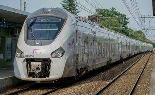 Une rame TER Coradia Regiolis de la région Normandie.