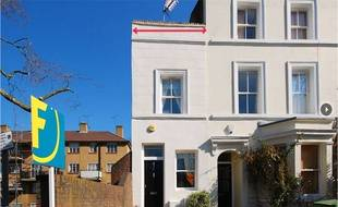 Non ne rêvez pas.. Pour 450.000 livres, vous n'achetez que la toute petite maison à gauche, celle aussi large que le trait rouge.