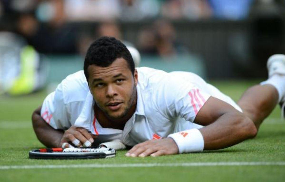 Jo-Wilfried Tsonga, tête de série N.5, a été éliminé en demi-finale de Wimbledon vendredi par le Britannique Andy Murray (N.4) en quatre sets 6-3, 6-4, 3-6, 7-5. – Leon Neal afp.com