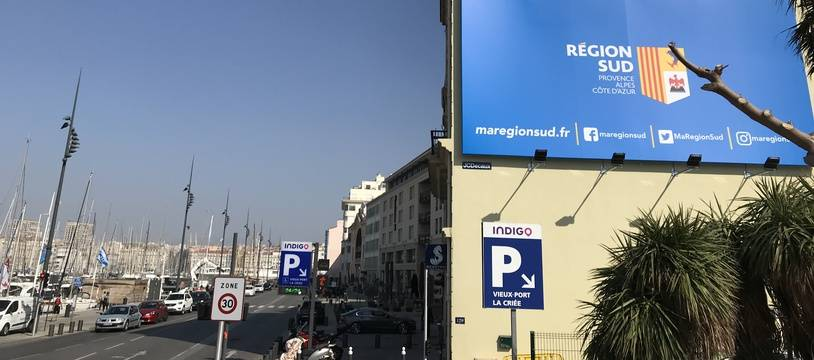 La « Région Sud » s'affiche en grand, à l'entrée du Vieux-Port de Marseille.