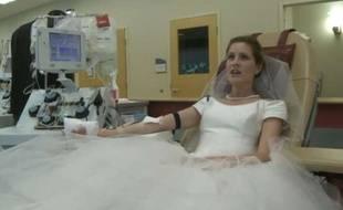 Capture d'écran d'une vidéo de CBS 6 montrant Monica Gamble, qui a choisi de demander aux invités de son mariage de donner leur sang en Virginie.