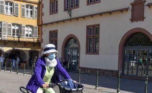 Le port du masque est obligatoire dans tout le centre-ville de Strasbourg, mais pas à vélo.