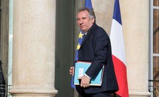 Le ministre de la Justice François Bayrou arrive pour le Conseil de Défense au Palais de l'Elysée à Paris le 7 juin 2017.