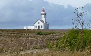 Le phare a été construit en 1867 sur la pointe des Poulains, à l'extrémité nord-ouest de Belle-Île-en-Mer.