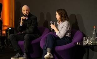 Le sociologue Serge Tisseron répondant aux questions de notre journaliste sur la scène de l'Afterwork Vis!ons.