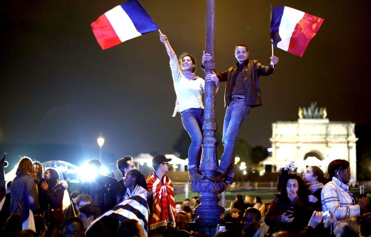 Des partisans d'Emmanuel Macron célèbrent sa victoire à l'élection présidentielle dimanche 7 mai.  –  Tolga Akmen/LNP/Shutter/SIPA