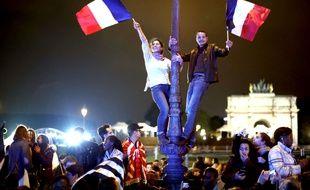 Des partisans d'Emmanuel Macron célèbrent sa victoire à l'élection présidentielle dimanche 7 mai.