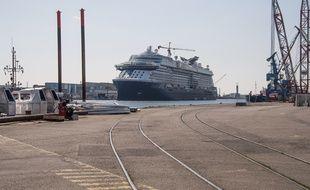 Sur le port de Saint-Nazaire, près des Chantiers de l'Atlantique.