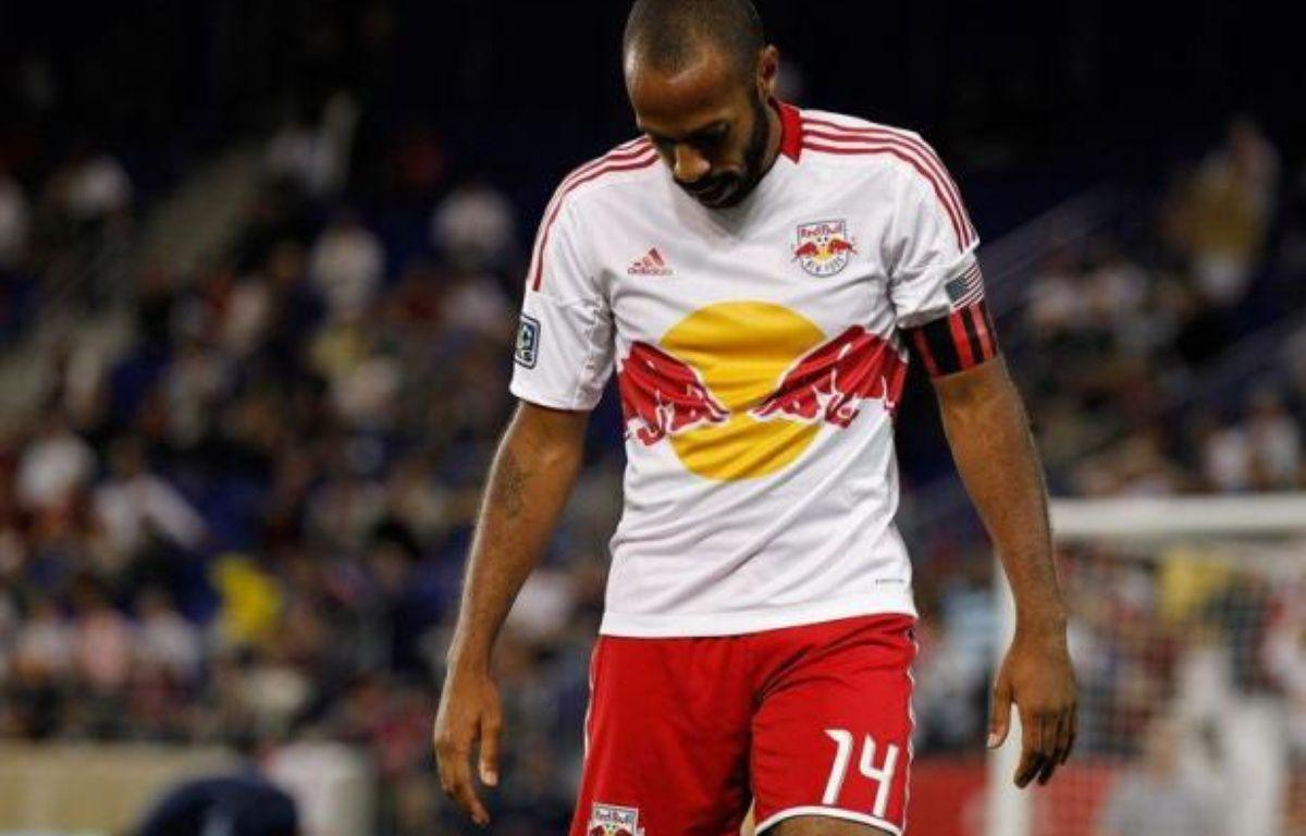 L'attaquant français des New York Red Bulls Thierry Henry a été suspendu pour un match vendredi par la Ligue nord-américaine (MLS) de football pour avoir donné un coup de tête à un adversaire en fin de match mercredi. – Mike Stobe afp.com