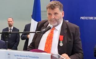 Le proviseur du lycée de Grasse Hervé Pizzinat a reçu la légion d'honneur.