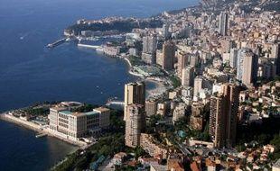 Des salariés du secteur privé de Monaco - dont les croupiers des casinos, les employés de l'hôtellerie ou encore le personnel hospitalier - commençaient jeudi à débrayer pour aller défendre dans la rue leur système de retraites en passe d'être réformé.