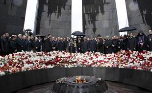Le président arménien, Serzh Sarksyan, assiste à un cérémonie de commémoration du 95e anniversaire du génocide arménien, à Yerevan, le 24 avril 2010.