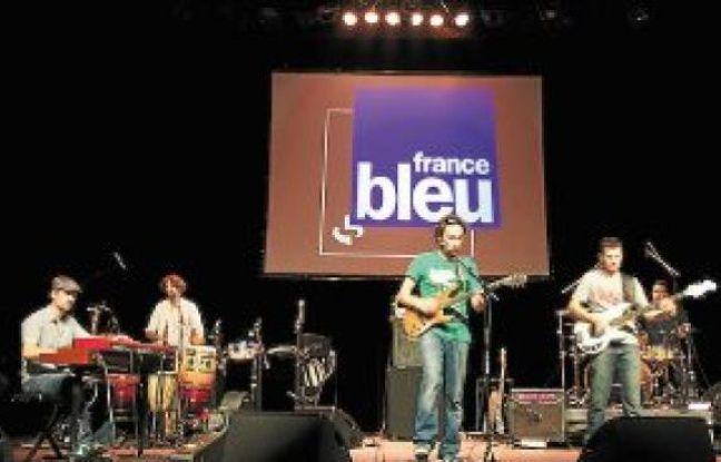 Pas moins d'une dizaine de scènes fixes sont recensées à Grenoble, dont celle du 10e Trophée France Bleu Isère, au Jardin de Ville, parrainé par Pep's (à dr.).