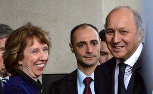 Les ministres européens des Affaires étrangères de la France, de l'Allemagne et du Royaume-Uni se rendaient d'urgence vendredi à Genève pour y rejoindre leur homologue américain John Kerry dans les discussions sur le nucléaire iranien, alimentant l'hypothèse d'un accord historique imminent après des années de blocage.