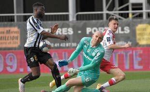 Avis de tempête sur le football français, secoué par la crise des droits TV.