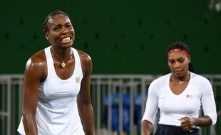 Venus et Serena Williams ont été sorties par la paire tchèque Lucie Safarova/Barbora Strycova à Rio, le 7 août 2016.