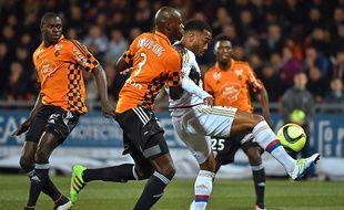 Le Lyonnais Alexandre Lacazette a signé un doublé contre le FC Lorient.