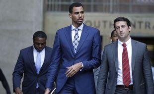 Le joueur suisse de NBA Thabo Sefolosha (au c.) lors de son procès à New York, le 7 octobre 2015.