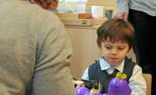 Dans une école expérimentale pour autistes à Paris, le 1er avril 2010.