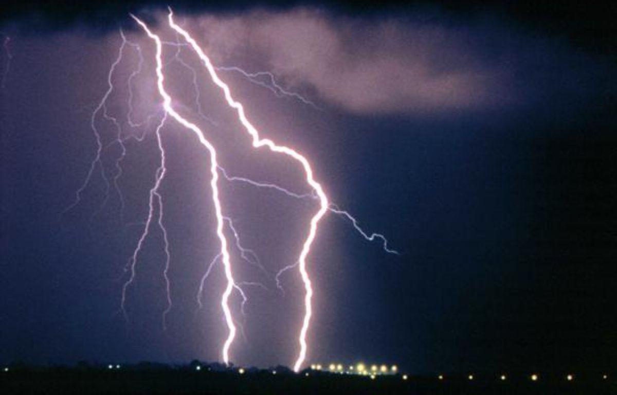 Des éclairs lors d'une nuit d'orage. – STOCK/P.P.L. IMAGE/SIPA