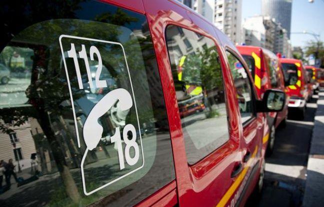 Des véhicules des pompiers.