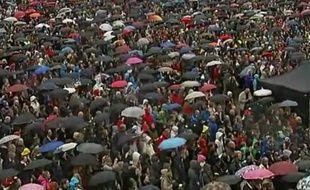 Capture d'écran d'une vidéo Youtube montrant 40.000 Norvégiens qui chantent une chanson qu'Anders Breivik déteste, le 26 avril 2012 à Oslo.