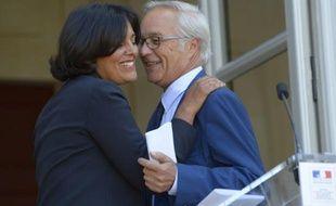 Myriam El Khomri et François Rebsamen lors de la passation de pouvoirs le 2 septembre 2015 au ministère du Travail à Paris