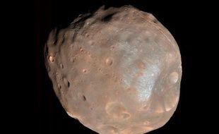 Phobos, la plus grosse des deux lunes de Mars.