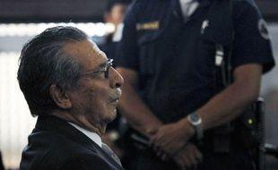 """L'ex-dictateur guatémaltèque Efrain Rios Montt, 85 ans, qui a comparu jeudi pour la première fois devant la justice, a été formellement inculpé pour """"génocide"""" pendant la guerre civile (1960-1996), a décidé la juge Patricia Flores."""