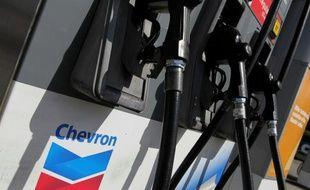 Pompe à essence de Chevron à San Francsco, en Californie