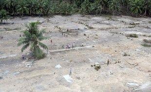 Vue aérienne des côtes de l'île iondonésienne Pagaï, ravagées par un tsunami le 25 octobre 2010.