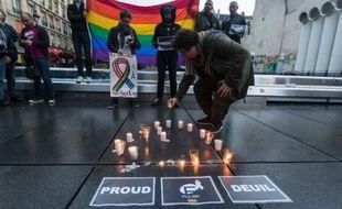 Mémorial en hommage aux victimes de la fusillade d'Orlando, le 12 juin 2016 à Paris
