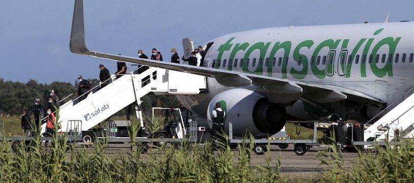 Les compagnies aériennes n'auront plus à employer la force pour répondre à l'obligation de réacheminer les clandestins.