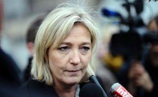 """Marine Le Pen, candidate du Front national à l'élection présidentielle, a annoncé jeudi qu'elle voulait """"mettre en place une sorte de loi SRU"""" (solidarité et renouvellement urbain) pour obliger les collectivités locales à créer des places en crèche."""