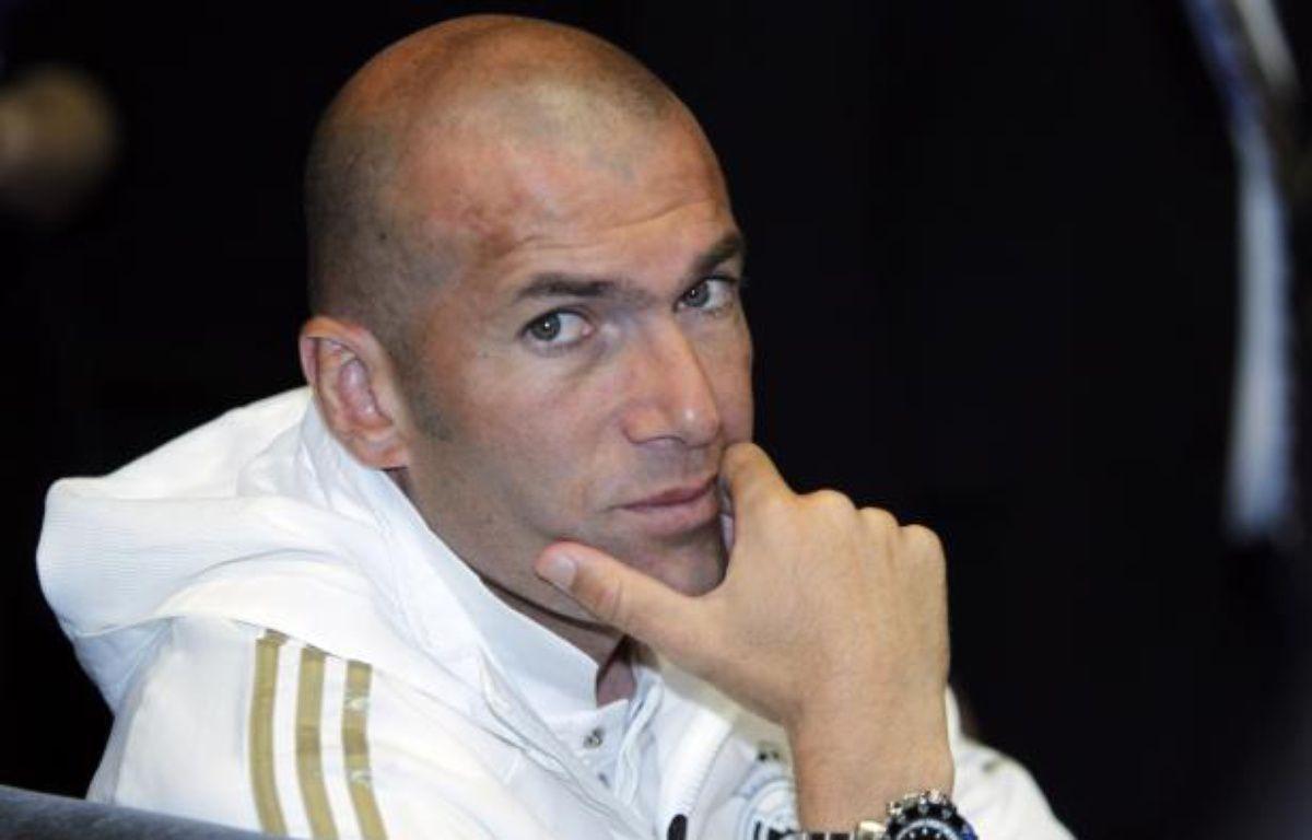 L'ancien joueur de l'équipe de France, Zinédine Zidane le 11 juillet 2011 à Los Angeles. – A.Gallardo/REUTERS