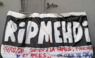 La banderole en hommage au jeune Mehdi, tué à Marseille après un braquage