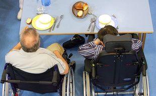 La prise de repas dans une maison de retraite (illustration).