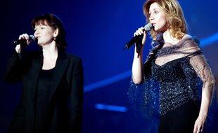 A Paris, Mauranne et Lara Fabien lors des 18e victoires de la musique en 2003.