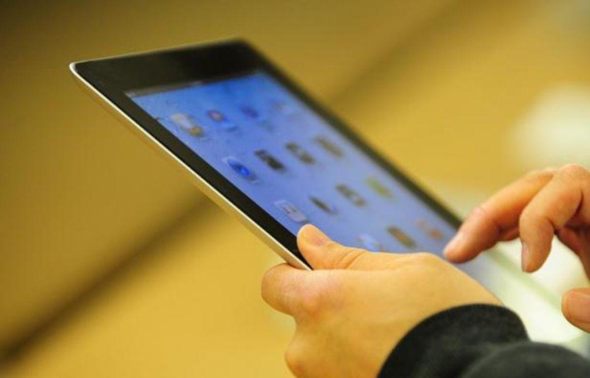 """Près de trois foyers français sur quatre sont équipés d'au moins un ordinateur et lorgnent de plus en plus sur les tablettes multimédia, illustrant une tendance au """"multi-équipement"""" qui se développe au sein des familles, selon une étude Médiamétrie et GfK publiée jeudi. – Emmanuel Dunand afp.com"""