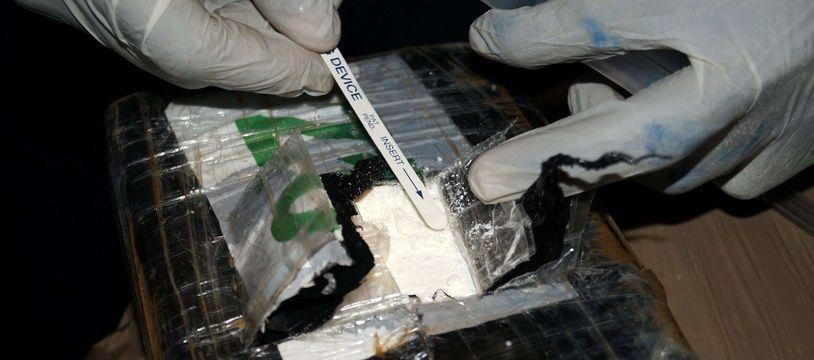 Illustration d'une découverte de cocaïne dans un cargo.