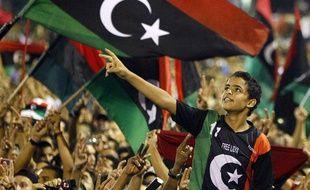 La foule acclame le leader du Conseil national de transition lors d'un discours à Tripoli en Libye, le 12 septembre 2011.