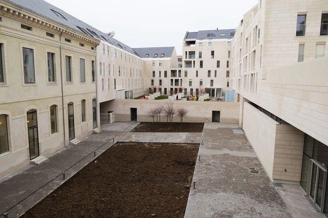La cour de Désiré-Colombe, depuis le pôle associatif.
